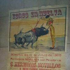 Carteles Toros: 1955 TOROS EN HUELVA 162 X 85 CM. ANTONIO COBO JAIME OSTOS JOSELITO HUERTA. Lote 61668116