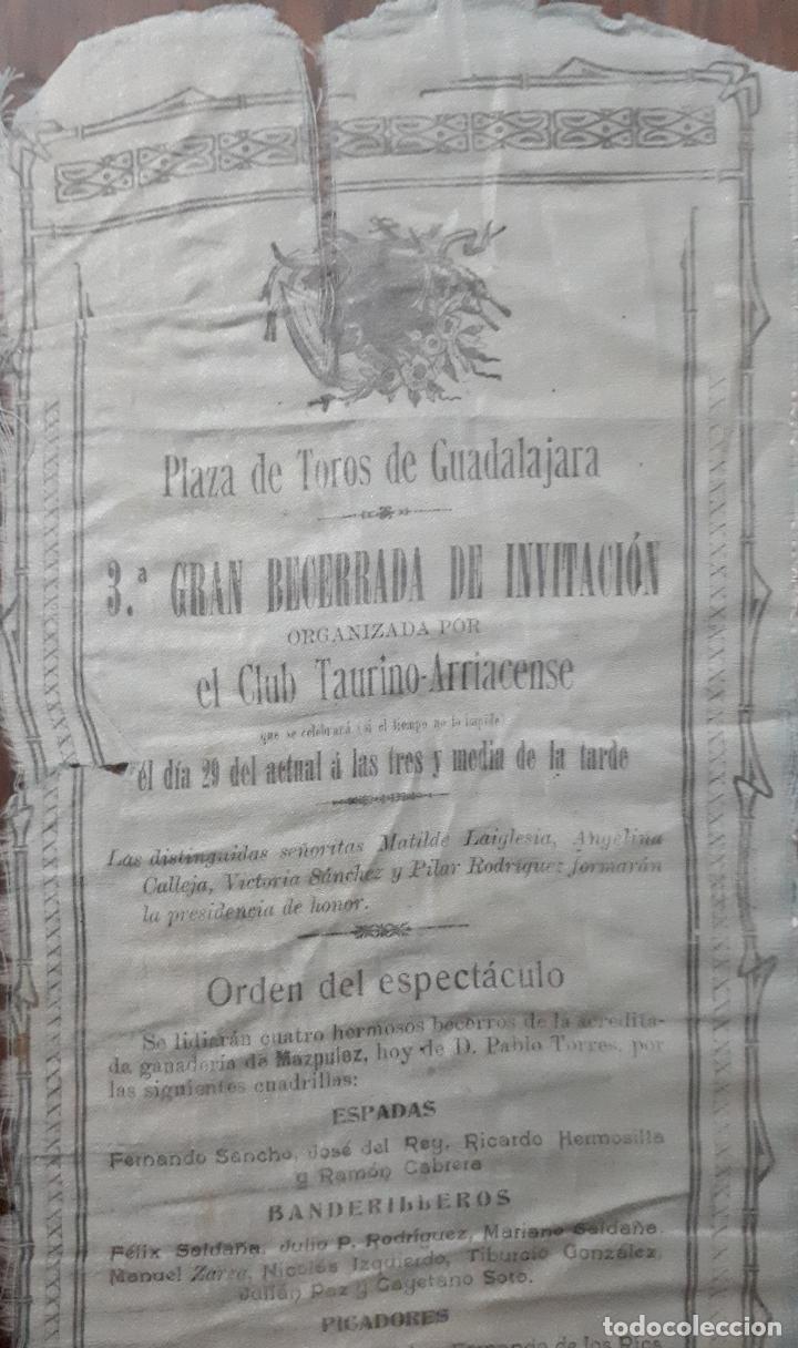Carteles Toros: CARTEL EN SEDA DE LA PLAZA DE TOROS DE GUADALAJARA 1908 - Foto 2 - 114732035