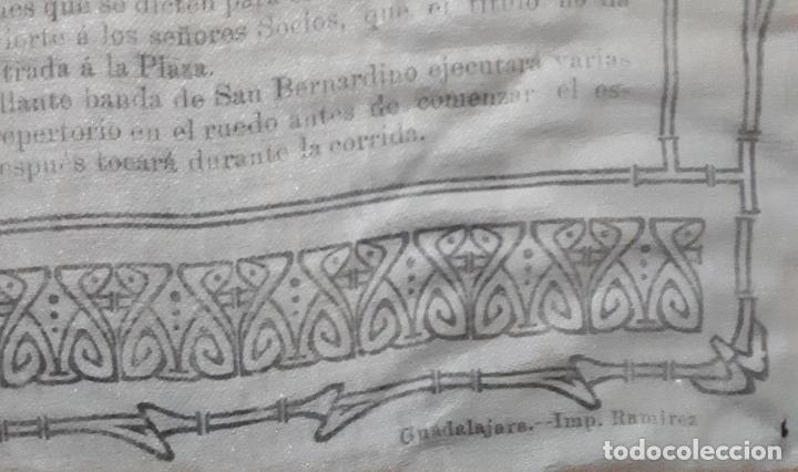 Carteles Toros: CARTEL EN SEDA DE LA PLAZA DE TOROS DE GUADALAJARA 1908 - Foto 3 - 114732035
