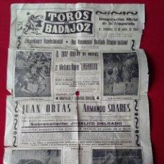 Carteles Toros: BONITO Y ANTIGUO CARTEL TAURINO DE LA PLAZA DE BADAJOZ EL DOMINGO 15 DE ABRIL 1956. Lote 117802783