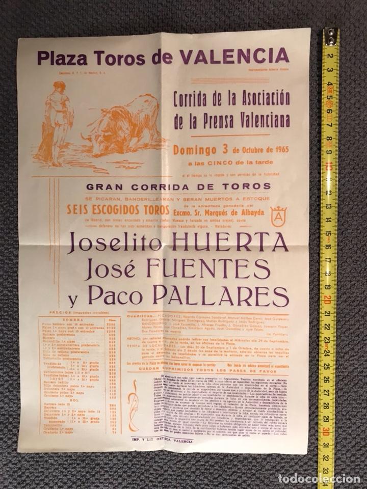 VALENCIA. PLAZA DE TOROS. CORRIDA DE LA ASOCIACIÓN DE LA PRENSA VALENCIANA (A.1965) (Coleccionismo - Carteles Gran Formato - Carteles Toros)