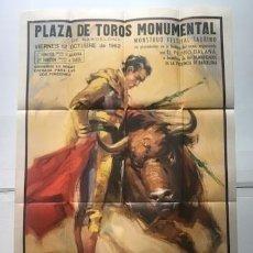 Carteles Toros: CARTEL DE CORRIDA DE TOROS. PLAZA DE TOROS MONUMENTAL DE BARCELONA 1962. CON SOBRE ORIGINAL. Lote 190845858