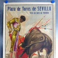 Carteles Toros: CARTEL TOROS SEVILLA - FERIA DE ABRIL - VAZQUEZ, CHAMACO, CHICUELO - AÑO 1958 - ILUSTRADOR JUAN REUS. Lote 213719338