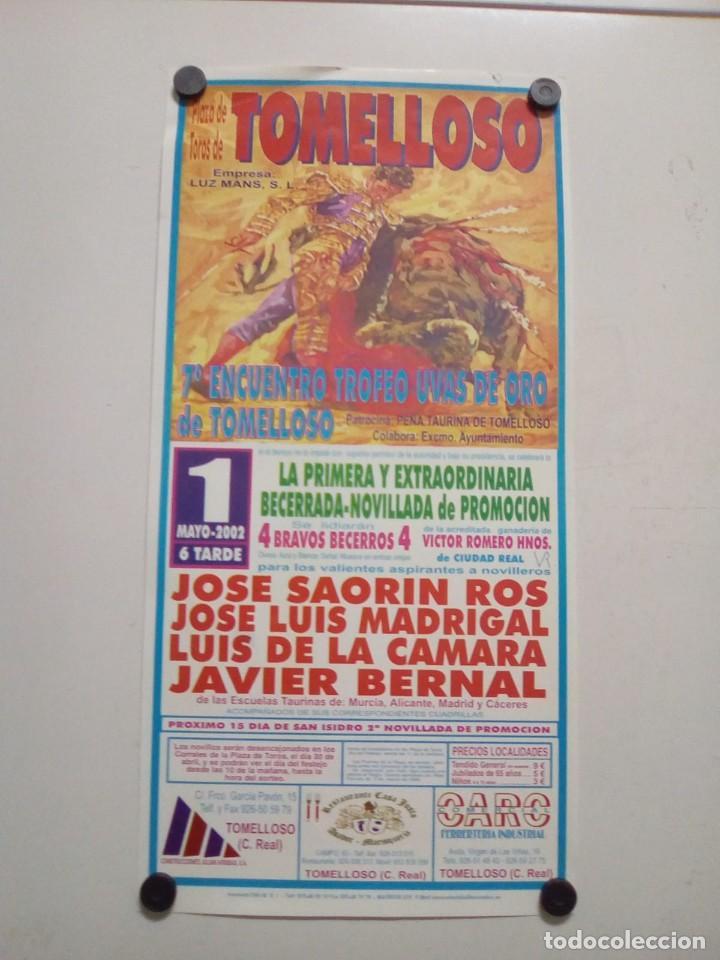 CARTEL DE TOROS DE TOMELLOSO DE MANO, AÑO 2002 (Coleccionismo - Carteles Gran Formato - Carteles Toros)