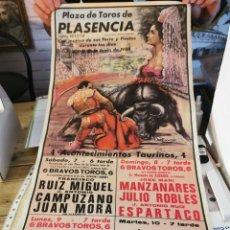 Carteles Toros: PLASENCIA,1986, CARTEL TOROS FERIA. MANZANARES, JULIO ROBLES, ESPLA , EL SORO, ETC,,,34X70 CMS. Lote 254682375