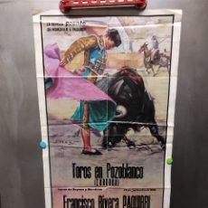 Carteles Toros: CARTEL DE TOROS HOMENAJE A FRANCISCO RIVERA PAQUIRRI DE LA REVISTA PRONTO. Lote 257334000