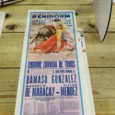 Carteles Toros: BENIDORM, 1984, CARTEL DE TOROS, DAMASO GONZALEZ, MORENITO MARACAY Y VICTOR MENDEZ, 19X46 CMS. Lote 262296795