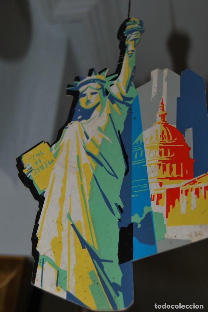 Carteles de Transportes: CARTEL COLGANTE CON PUBLICIDAD DE PAN AM USA - MÓVIL PUBLICITARIO PANAM - LÍNEA AÉREA - AÑOS 60 - Foto 8 - 70566921