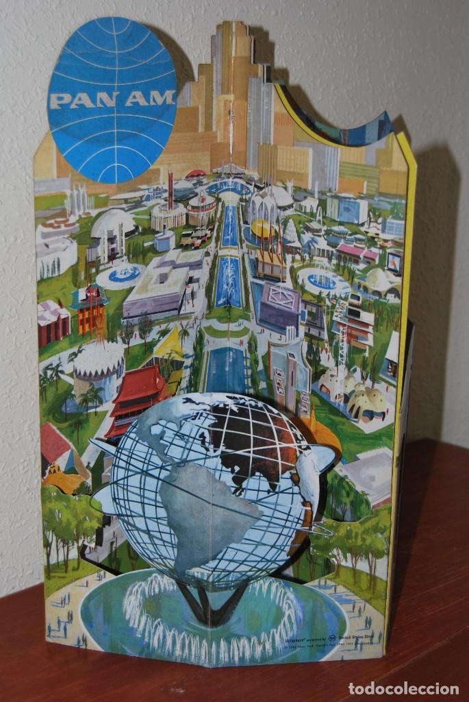 CARTEL EN RELIEVE CON PUBLICIDAD DE PAN AM - FOLLETO PANAM - FERIA MUNDIAL DE NUEVA YORK - 1964 (Coleccionismo - Carteles Gran Formato - Carteles Transportes)