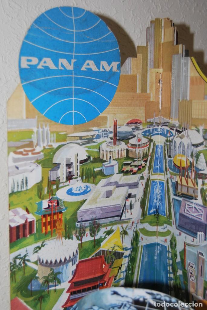 Carteles de Transportes: CARTEL EN RELIEVE CON PUBLICIDAD DE PAN AM - FOLLETO PANAM - FERIA MUNDIAL DE NUEVA YORK - 1964 - Foto 2 - 70568001
