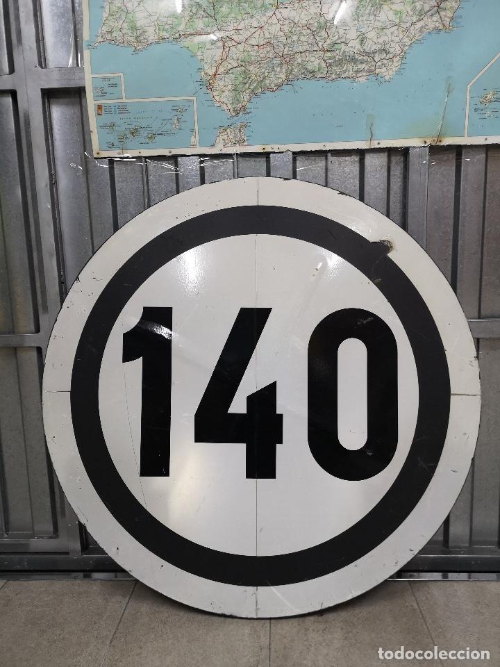 SEÑAL FERROVIARIA 140 KM/H (90 CM DIÁMETRO) (Coleccionismo - Carteles Gran Formato - Carteles Transportes)