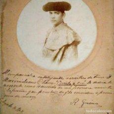 Carteles de Turismo: 1908 FOTO DE RODOLFO BERNAL GAONA, EL CALIFA DE LEÓN, DEDICADA AL CRÍTICO TAURINO MAXIMILIANO CLAVO. Lote 118502783
