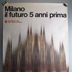 Carteles de Turismo: MILÁN - MILANO, IL FUTURO 5 ANNI PRIMA - FOTO DE OLIVIERO TOSCANI - 97 X 67 CM. Lote 131652818