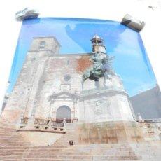Carteles de Turismo: CARTEL FOTOGRAFÍA PLAZA MAYOR DE TRUJILLO - JUNTA DE EXTREMADURA FOTOSTOCK - MEDIDAS 68X48 CM. . Lote 160744110