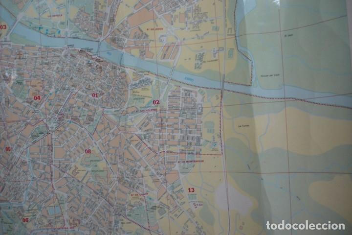 Carteles de Turismo: CARTEL/ MAPA DE ZARAGOZA EDITADO POR EL AYUNTAMIENTO EN 1982 - Foto 10 - 183329438