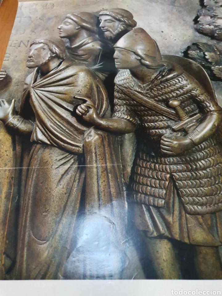 Carteles de Turismo: Lieja, Bélgica, detalle de las pilas bautismales de renier de huy, 98 cm x 58 cm. De los años 70 - Foto 3 - 200061491