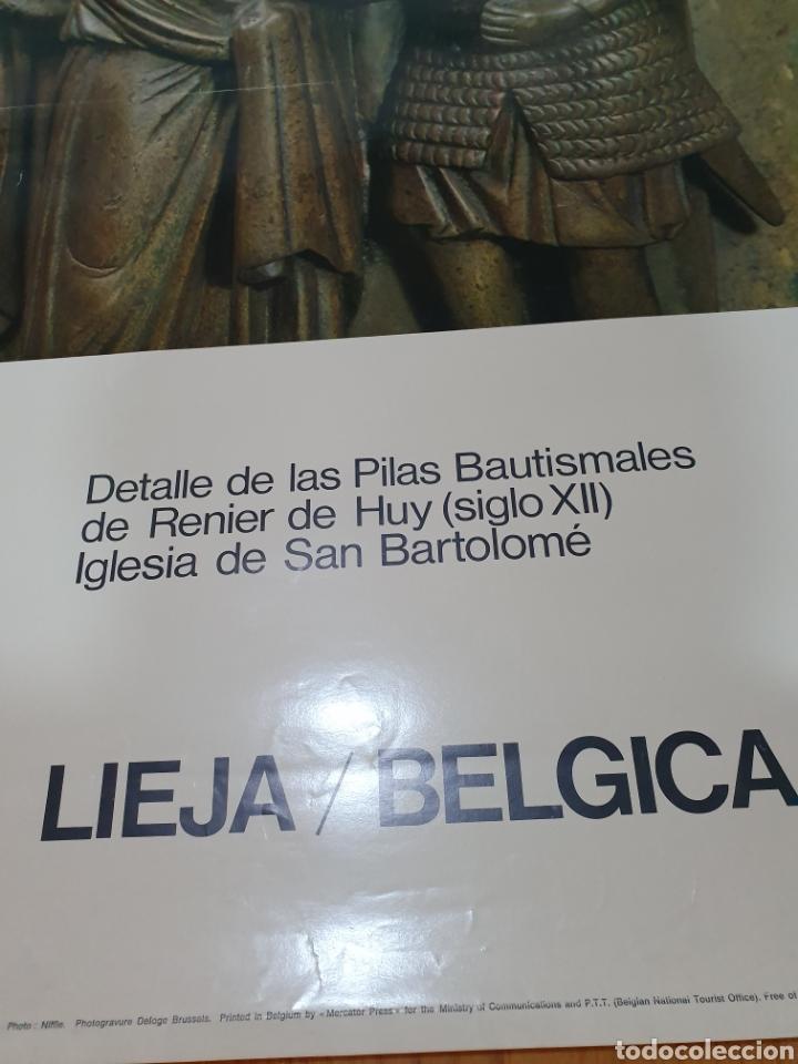 Carteles de Turismo: Lieja, Bélgica, detalle de las pilas bautismales de renier de huy, 98 cm x 58 cm. De los años 70 - Foto 4 - 200061491