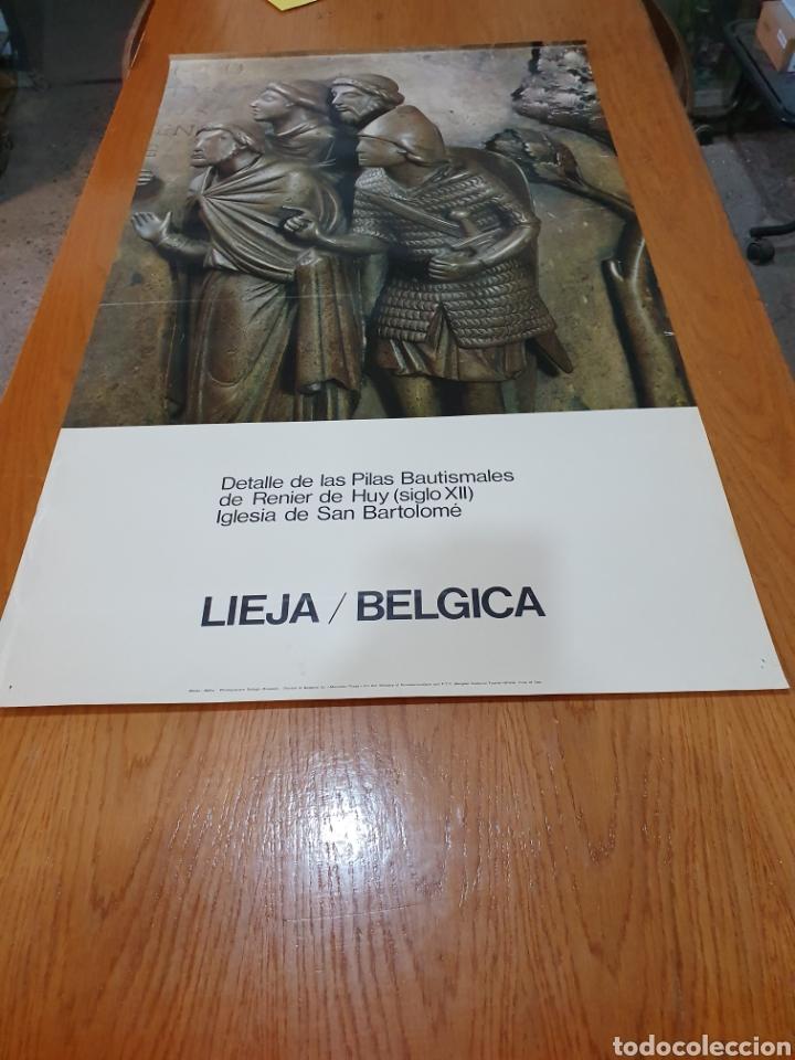 LIEJA, BÉLGICA, DETALLE DE LAS PILAS BAUTISMALES DE RENIER DE HUY, 98 CM X 58 CM. DE LOS AÑOS 70 (Coleccionismo - Carteles Gran Formato - Carteles Turismo)