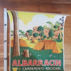 Carteles de Turismo: CAMPAMENTO NACIONAL ALBARRACIN T. PEREZ CAMPING CARAVANA 1959 CARTEL POSTER ANTIGUIO CARAVANING. Lote 228816815