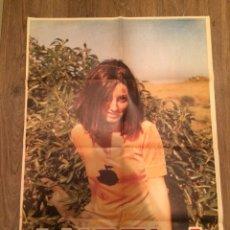 Carteles: CARTEL DE LA CANTANTE ÁNGELA. 1971. VESTIDO MANZANA APPLE. Lote 103163746