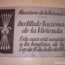 Carteles: CARTEL QUE ESTABA EN LAS CASAS DE PROTECCION OFICIAL.... INSTITUTO NACIONAL DE LA VIVIENDA AÑO 1954.. Lote 144718650