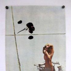Carteles: POSTER ARTISTICO. MANO SALIENDO DEL SUELO. 48X70CMS.. Lote 147357698