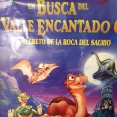 Carteles: CARTEL DE CINE. EN BUSCA DEL VALLE ENCANTADO. EL SECRETO DE LA ROCA DEL SAURIO.. Lote 151498262