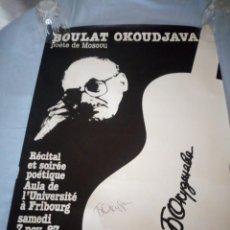 Carteles: RECITAL DE POESIA,CARTEL POSTER BULAT OKUDZHAVA POETE DE MOSCÚ 1987,FIRMADO POR EL POETA. Lote 167553304