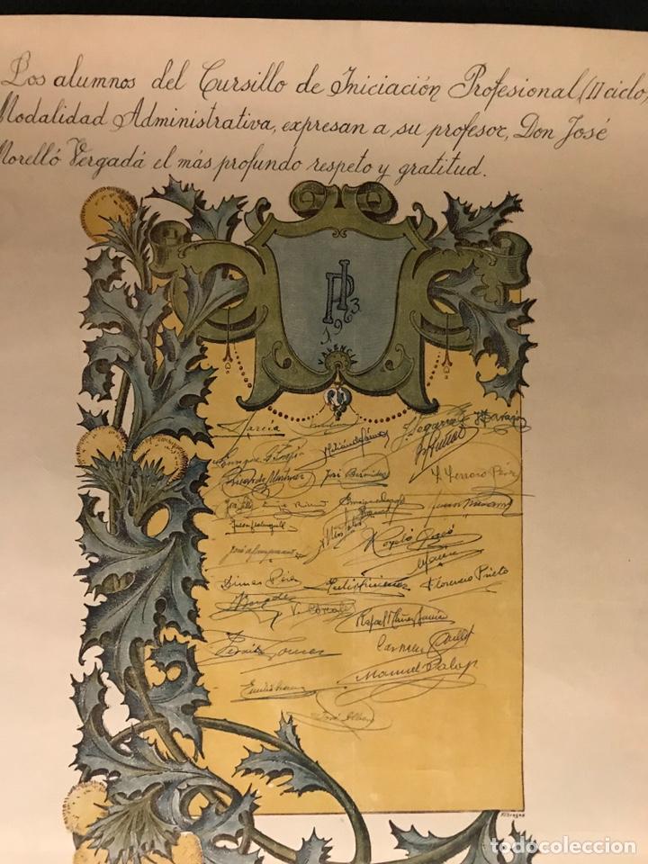 Carteles: DIPLOMA, firmas recogidas en Gratitud al profesor por la enseñanza recibida. MEDIDAS: 50 x 35 cm., - Foto 2 - 169662625
