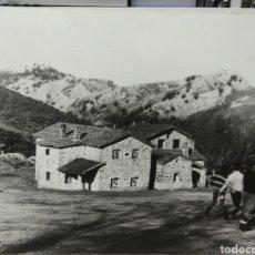 Carteles: REFUGIO DEL GORBEA AÑO 1975 ANTIGUA GRAN FOTOGRAFIA IMPRESA SOBRE TABLA. Lote 176590637