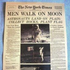 Carteles: CARTEL POSTER PORTADA PERIODICO NEW YORK TIMES 21-07-1969 EL HOMBRE PISA LA LUNA - MISION APOLO 11. Lote 199737585