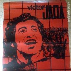 Carteles: VICTOR JARA - CONMIGO VEN REVENTANDO LOS SILENCIOS VEN - 85 X 61 CMS - 1976. Lote 216365403