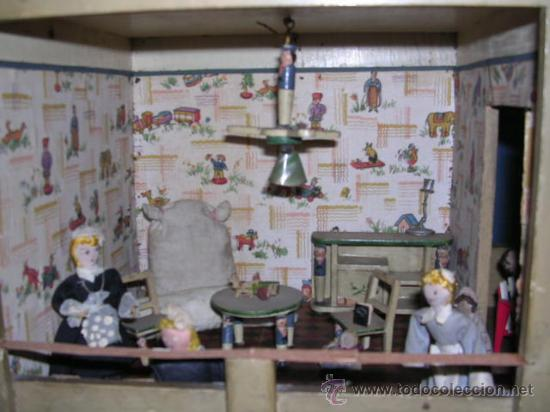 Casas de Muñecas: CASA DE MUÑECAS,AÑOS 20 COMPLETA CON MUÑECAS Y MOBILIARIO TODO DE EPOCA,VER FOTOGRAFIAS ADICIONALES. - Foto 4 - 21741984