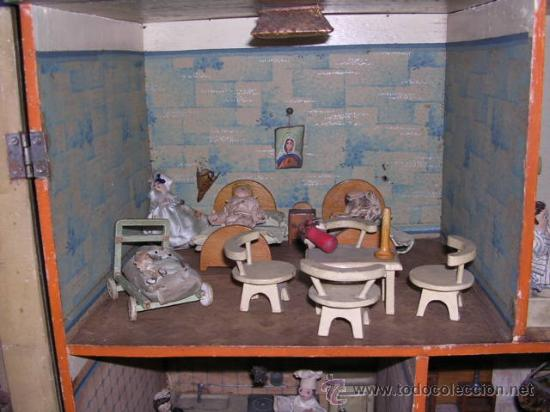 Casas de Muñecas: CASA DE MUÑECAS,AÑOS 20 COMPLETA CON MUÑECAS Y MOBILIARIO TODO DE EPOCA,VER FOTOGRAFIAS ADICIONALES. - Foto 7 - 21741984