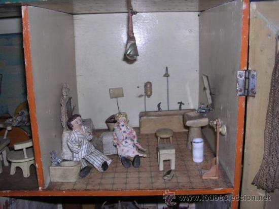 Casas de Muñecas: CASA DE MUÑECAS,AÑOS 20 COMPLETA CON MUÑECAS Y MOBILIARIO TODO DE EPOCA,VER FOTOGRAFIAS ADICIONALES. - Foto 8 - 21741984