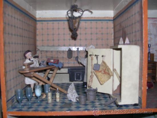 Casas de Muñecas: CASA DE MUÑECAS,AÑOS 20 COMPLETA CON MUÑECAS Y MOBILIARIO TODO DE EPOCA,VER FOTOGRAFIAS ADICIONALES. - Foto 9 - 21741984