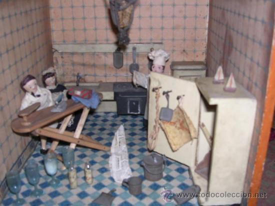 Casas de Muñecas: CASA DE MUÑECAS,AÑOS 20 COMPLETA CON MUÑECAS Y MOBILIARIO TODO DE EPOCA,VER FOTOGRAFIAS ADICIONALES. - Foto 25 - 21741984