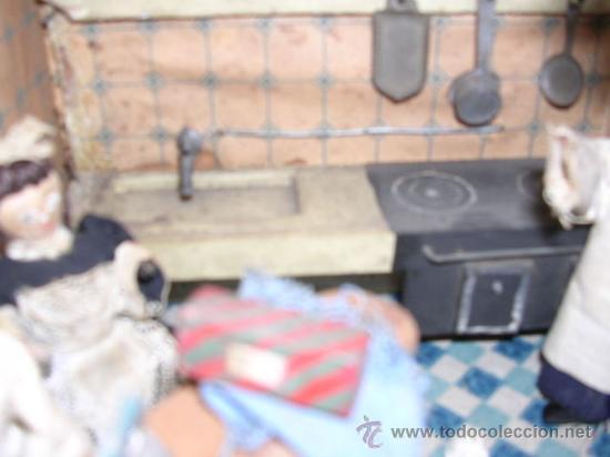 Casas de Muñecas: CASA DE MUÑECAS,AÑOS 20 COMPLETA CON MUÑECAS Y MOBILIARIO TODO DE EPOCA,VER FOTOGRAFIAS ADICIONALES. - Foto 42 - 21741984