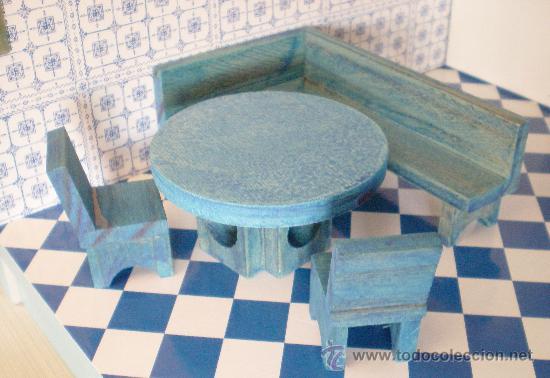 Mesa de cocina, banco rinconera y 2 sillas de madera