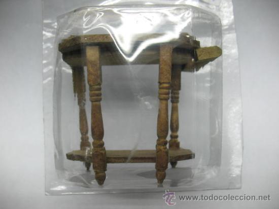 MESA MESITA AUXILIAR DE MADERA (Juguetes - Casas de Muñecas, mobiliarios y complementos)