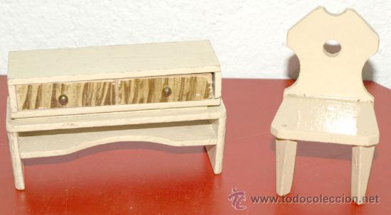 SILLA Y COMODA (Juguetes - Casas de Muñecas, mobiliarios y complementos)