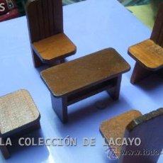 Casas de Muñecas: MESA CON 4 SILLAS PARA CASA DE MUÑECAS. Lote 32704383