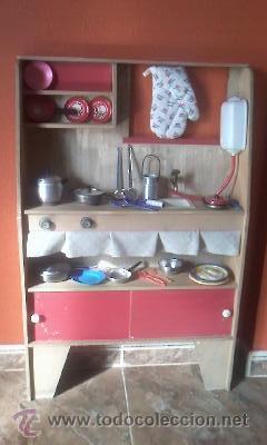 cocina antigua de juguete en madera con cacharritos aos