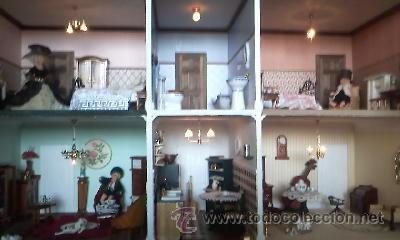 ESPECTACULAR CASA DE MUÑECAS,COMPLETA NO LE FALTA DETALLE,CON LUCES FUNCIONANDO. AÑOS 70. VER FOTOS (Juguetes - Casas de Muñecas, mobiliarios y complementos)
