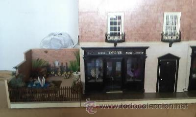 Casas de Muñecas: Espectacular casa de muñecas,completa no le falta detalle,con luces funcionando. Años 70. Ver fotos - Foto 3 - 39779710