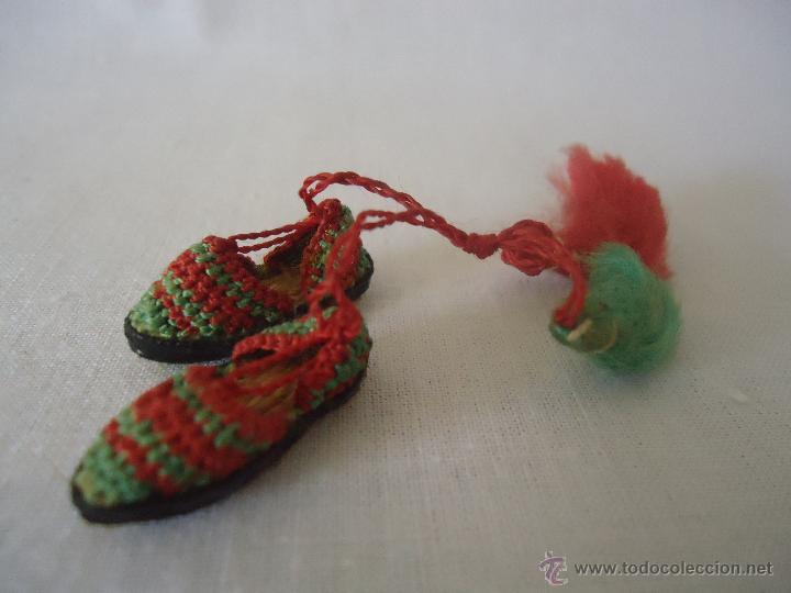 Casas de Muñecas: Antiguas alpargatas en miniatura -para casa de muñecas. Esparteñas miniatura - Foto 2 - 42310956