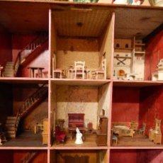 Casas de Muñecas: CASA DE MUÑECAS. JUGUETE ANTIGUO. SIGLO XIX / XX. CON ACCESORIOS. Lote 48619082