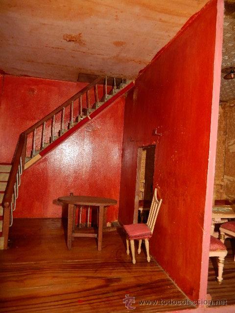 Casas de Muñecas: Casa de muñecas. Juguete antiguo. Siglo XIX / XX. Con accesorios - Foto 60 - 48619082