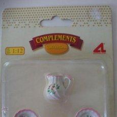 Doll houses - Juego de Jarra y platos. Miniatura para casa de muñecas. - 49789328