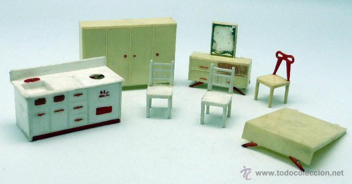 Muebles casa muñecas plástico años 60 cama sillas tocador armario cocina